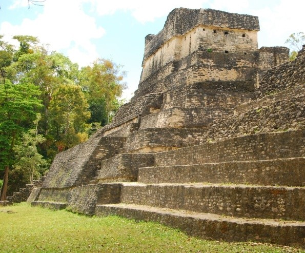 Caracol ruins Belize Kamstra photo